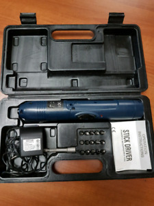 Rechargeable pivot screwdriver