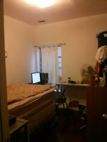 *Perfect for Students* $675 - 1 Bedroom. 5 mins from OCAD.