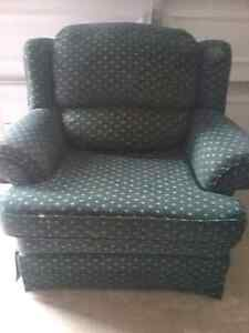 Very clean, no damage, fabric in mint condition, non smoking hom
