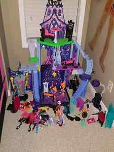 Monster High Castle & more!! Kitchener / Waterloo Kitchener Area image 1