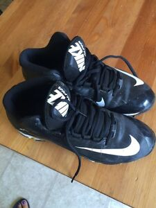 Youth boys size 6 Nike cleats -used once 20$