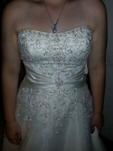 Beautiful wedding gown London Ontario image 1