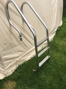 Stainless steel inground pool ladder