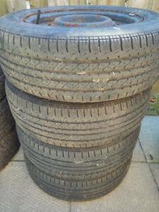 4 pneus d'été sur rim à 120$