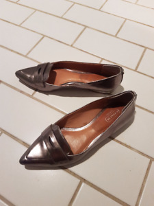 Coach leather flat heel shoes 7B - good condition