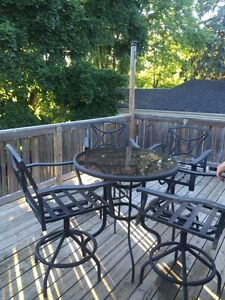 3 bedrooms house available in Newmarket area (16964 bayview ave)