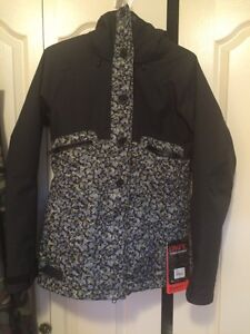 2016 Dakine women's Northlands jacket size small NEW