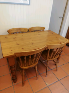PINE DINING TABLE WITH 4 CHAIRS VGC.