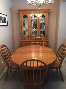 MUST SEE!! Buffet & hutch + dining room set
