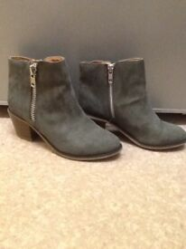 Size 1 grey river island boots 15 Ono