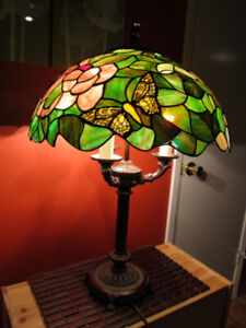 Tiffany style stained glass 3-light bulbs table lamp.