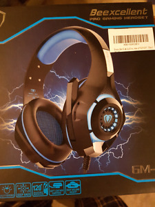 New in box. Bee excellent gaming headphones ps4 and pc