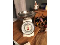 Retro weighing scales