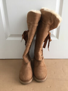 Old Navy Women / Girls Suede Leather winter boots, Size 7