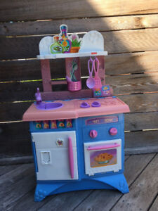Fisher Price play kitchen - in good condition!