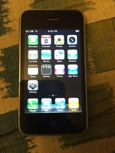 Rogers iPhone 3G 8gb - MINT, good battery