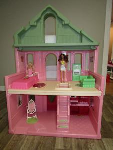 Maison de Barbie ou de poupées