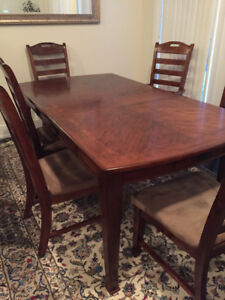 9 piece Solid oak wood Dinning Table and buffet. Great Condition