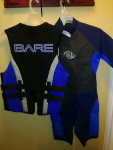 Men's large Wet suit and matching life vest with free delivery