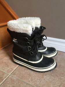 SOREL WOMEN'S BOOTS - SIZE 7 AND SIZE 8