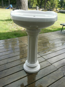 Pedestal Sink $65 (new out of Box)