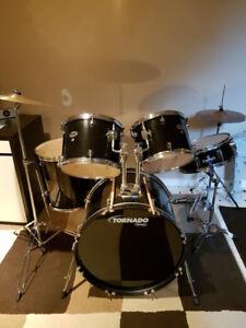 Tornado 5 piece drum set