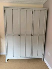 Wardrobe (Julian Bowen 3 Door Wardrobe gray)