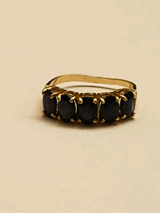 Sapphire Ring for sale (5 sapphires)
