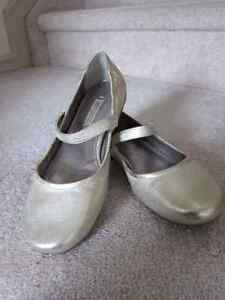 Ecco gold leather mary jane shoes size 6