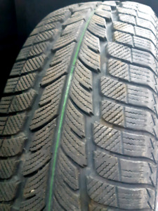 1 WINTER OLD 215/70/R15 SNOW TIRES