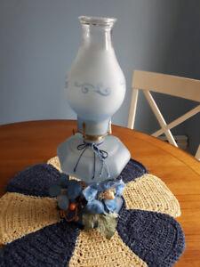 lampe a huile antique,plateau de service en bois,cadre et +