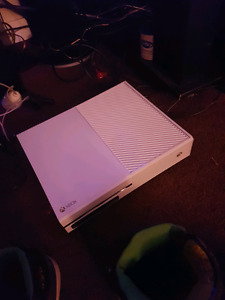 Xbox one like new with one controller