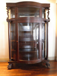 ANTIQUE DISPLAY / CURIO CABINET