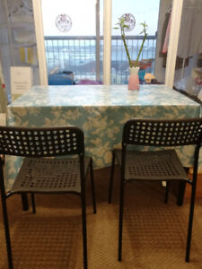 Sell dining table and two chairs