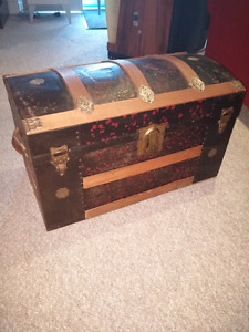 Antique Steamer trunk wood and tin with tray