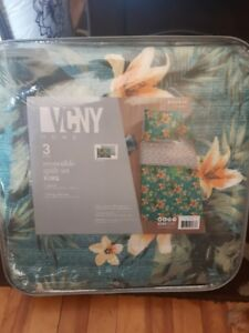King size 3 piece reversible quilt set. brand new never used wow