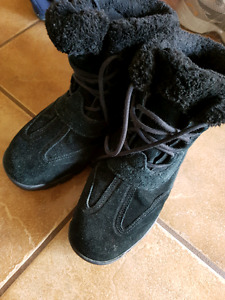 Black Women's Sorel Winter Boots