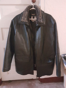 Men's leather jacket in great condition.