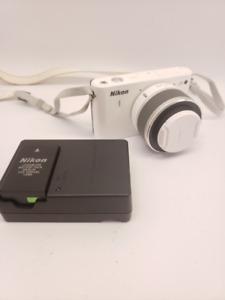 Appareil photo Nikon 1 J1 avec lentille Nikkor 10-30mm à 199.95$