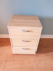 Small chest of drawers/night stand