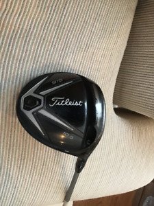 TITLEIST 915 D2 10.5 DEGREE DRIVER MEN'S RIGHT HANDED