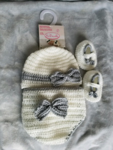 Hat, diaper cover and bootie set