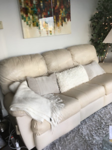 LEATHER RECLINING COUCH :PRICED TO GO