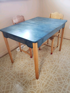 Vintage 1940s Table with 5 Chairs