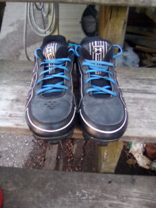UNDER ARMOUR BASEBALL CLEATS,  SIZE 9.5