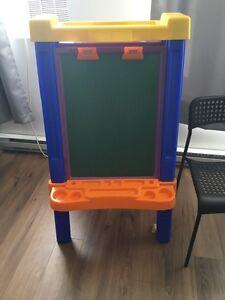 Chevalet / Tableau double face pour enfant 30$