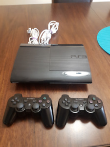PS3 Super Slim 500 gb ( MINT CONIDITION + COD4) 2x controllers
