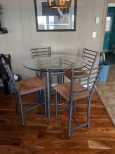 Kitchen Table with matching chairs