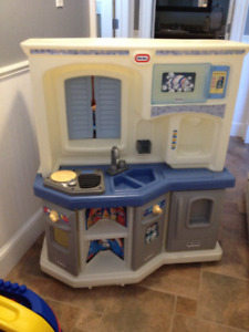 Kids kitchen playhouse