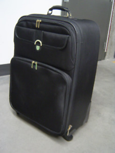 Très belle valise noire neuve